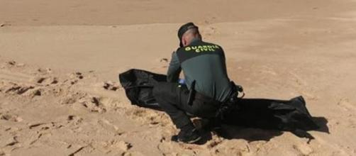 Continúan apareciendo restos sin vida en las playas de Almería (Guardia Civil)