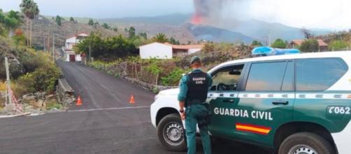 Los servicios de emergencia recomiendan evitar circular por zonas cercanas al volcán de La Palma. (Twitter, guardiacivil)