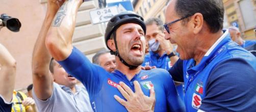 Sonny Colbrelli festeggiato per il successo agli Europei.