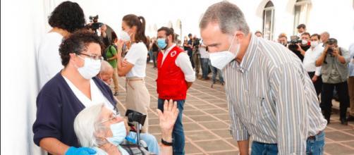 Felipe VI ha visitado a los evacuados en compañía de doña Letizia (@casareal)
