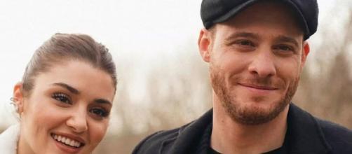 Love is in the Air, Kerem Bürsin ha parlato della sua relazione con Hande Erçel a Verissimo.