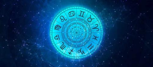 Previsioni astrologiche di sabato 25 settembre: Cancro emotivo, Sagittario stressato.