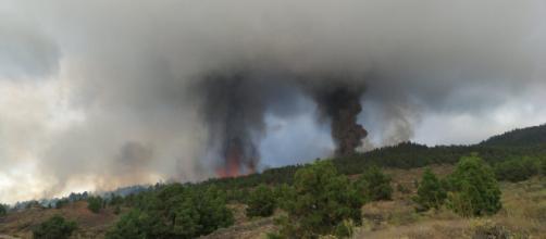 Se registraron nuevas explosiones y emisiones de lava en el volcán de Cumbre Vieja (@involcan)