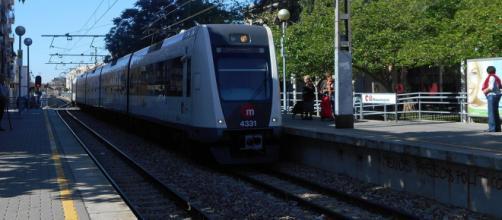 Una mujer fallece tras ser arrollada por un vagón del metro de Valencia mientras intentaba cruzar las vías (Wikimedia Commons)
