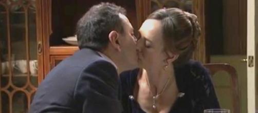 Una Vita, trame al 10 ottobre: Marcos chiede a Felicia di sposarlo ma lei prende tempo.