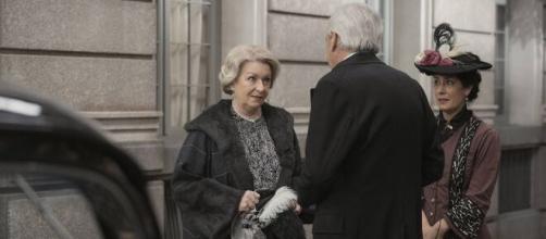 Una vita, trame Spagna: Armando costretto a dividersi da Susana per una missione.