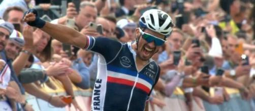 Julian Alaphilippe vince per la seconda volta i Mondiali di ciclismo