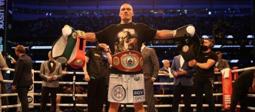 Oleksandr Usyk è il nuovo campione del mondo dei pesi massimi versione Wba, Ibf, Wbo e Ibo.