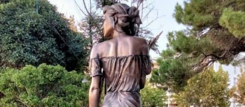 Sapri, polemiche per la statua della spigolatrice: 'Troppo osé'.