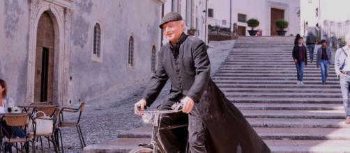 Don Matteo 13 anticipazioni: il prete scompare, Cecchini certo che don Massimo sia coinvolto.