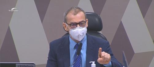 Fabiano Contarato discursa na CPI da Covid contra declaração homofóbica do empresário Otávio Fakhoury (Reprodução/TV Senado)