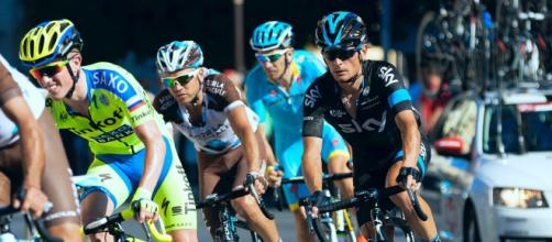 Ciclismo e doping, la lotta si sposta sui chetoni: l'Uci si interroga e il World Tour si spacca.