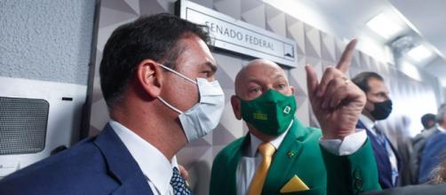 Flávio Bolsonaro defende Luciano Hang em CPI (Edilson Rodrigues/Agência Senado)