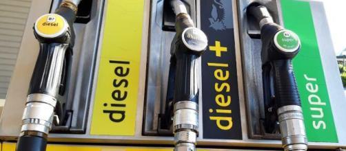 Il rincaro del petrolio e del gas trascina in sù le bollette e innesca l'inflazione.