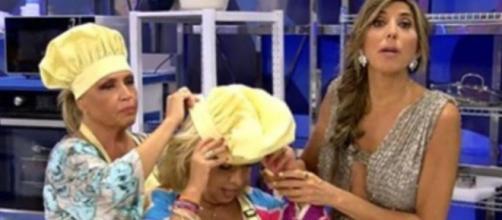 Momento en el que Carmen se siente indispuesta en directo (Fuente: Televisión)