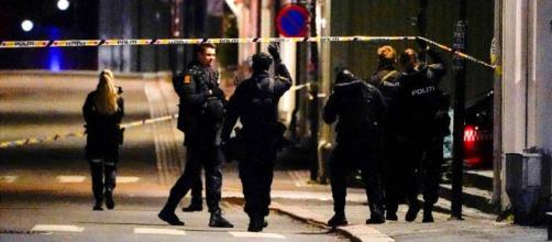 Un hombre asesinó al menos a 4 personas y dejó varios heridos atacando con un arco y flechas (@RequenaCNN / Twitter)