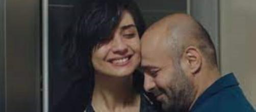 Cesur ve Güzel, trame turche: Korhan apprende che la sorella aspetta un figlio.