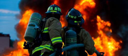 Los bomberos fueron uno de los primeros en recibir la vacuna a principios del año (Pixabay)