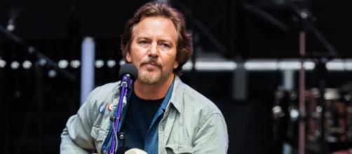 Eddie Vedder ha pubblicato un nuovo singolo e ha annunciato il nuovo album solista.