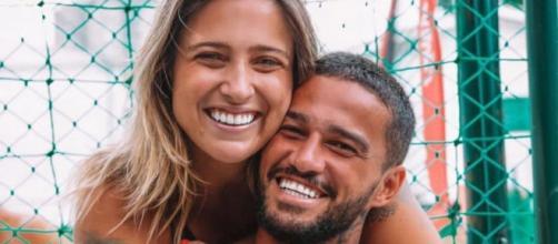 Tati Dias e jogador Júnior Saldanha anunciam gravidez (Reprodução/Instagram/@jrsaldanhaftv)