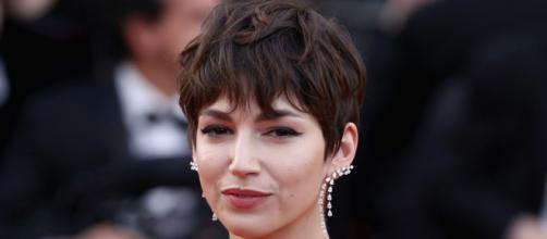 Tendenze tagli di capelli per l'autunno 2021: la wafty bangs e il mullet di Ursula Corberò