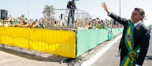 Bolsonaro acena no Dia da Independência do Brasil (Alan Santos/PR)