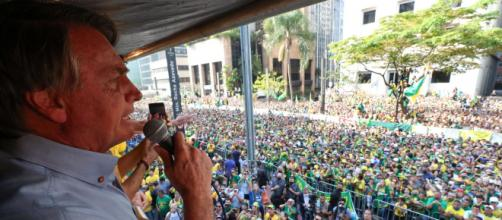 Bolsonaro é criticado por famosos (Isac Nóbrega/PR)