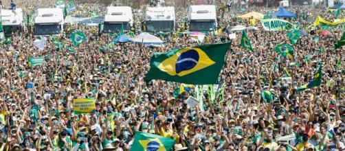 Bolsonaro pede para caminhoneiros desbloquearem estradas (Alan Santos/PR)