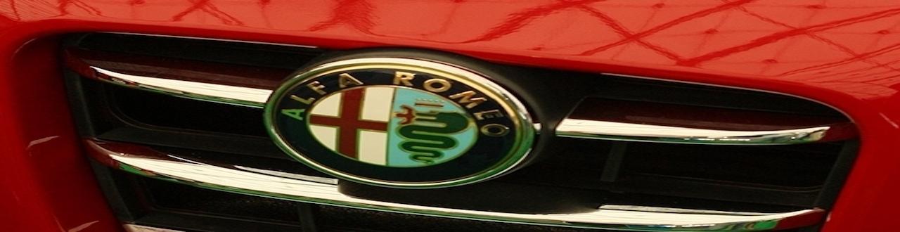 La casa automobilistica italiana nasce 'filiale' di un costruttore francese per poi passare ad un ingegnere napoletano.