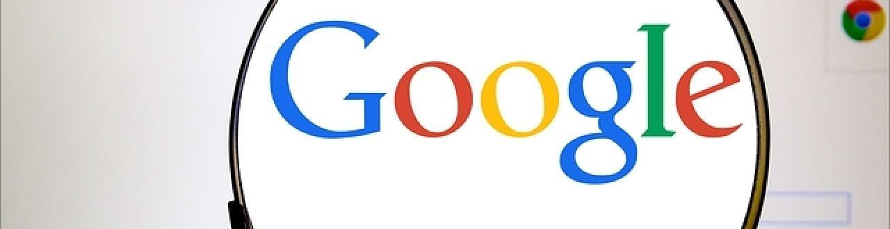 Google é uma multinacional americana que presta serviços online e de software, que hospeda e desenvolve serviços e produtos baseados na internet.