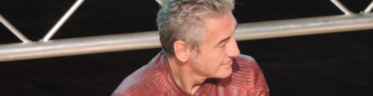 Luciano Ligabue: spazio dedicato per tutti coloro che seguno il rocker di Correggio. Iscrivetevi per restare sempre aggiornati!
