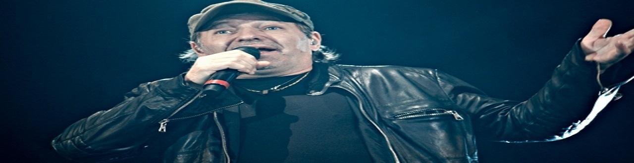Il cantautore di Zocca rappresenta uno dei più sensazionali fenomeni rock italiano degli ultimi decenni.