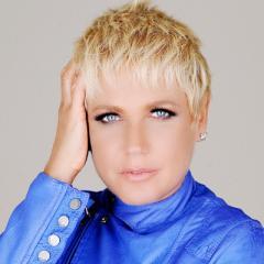 Xuxa é uma apresentadora, atriz, cantora, empresária, filantropa e modelo brasileira.