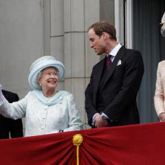 The British royal family comprises the Queen Elizabeth II and her close relations.