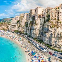 Calabria: terra di forti contraddizioni, conosciuta per le splendide mete turistiche, ma spesso protagonista della cronaca nera.