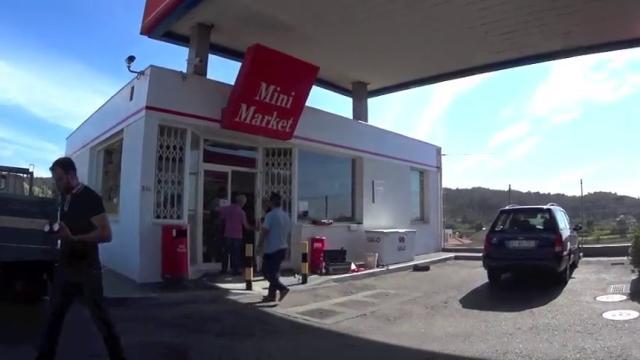 Estação de serviço destruída para roubar batatas fritas e cigarros