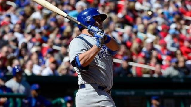 Video: Los Cubs con el bate de Schwarber ganan serie complicada en St. Louis