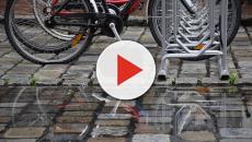 Bicicleta segura bajo la lluvia