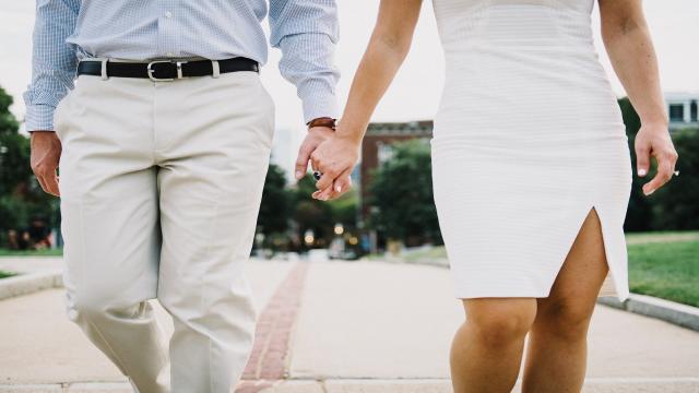 A maneira de como você segura as mãos revela muito sobre seu relacionamento!