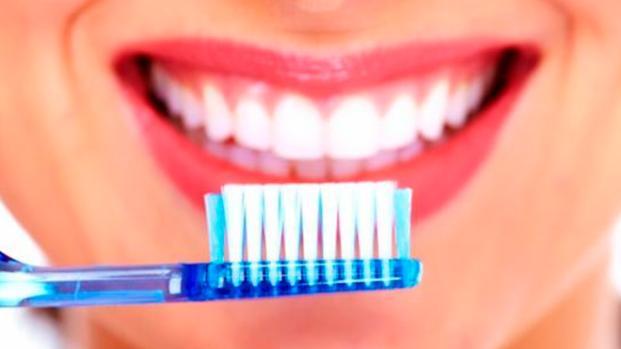 ¿Cómo debe realizarse el cepillado dental?