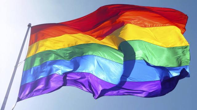 10 homens famosos que são gays e você provavelmente não sabia