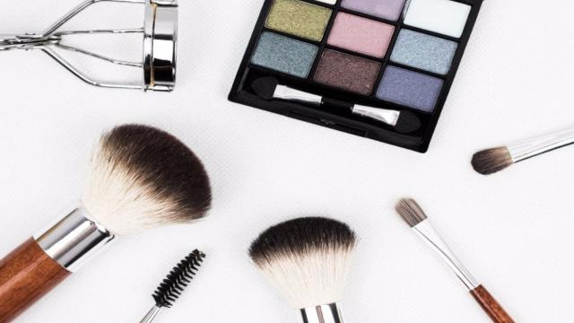 13 famosas com e sem maquiagem