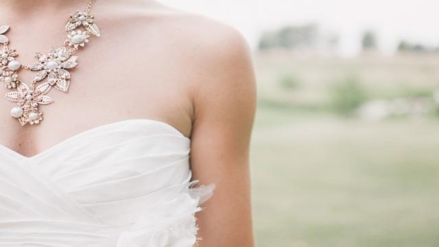 Noiva traída surpreende convidados em seu casamento e deixa todos chocados