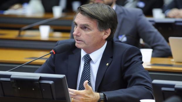 Bolsonaro revela como 'aniquilará' políticos corruptos e multidão vibra; vídeo