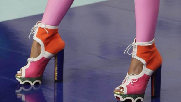 Nicki Minaj rocks MTV VMAs 2017 red carpet with latex bodysuit