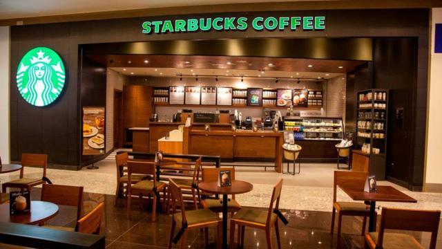 Starbucks celebra su aniversario con una mágica colección