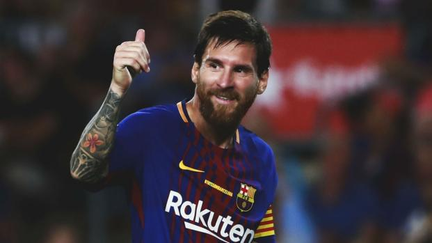Insólito: Lionel Messi se esqueceu e foi o árbitro quem o lembrou