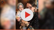 Filho de 1 ano usa roupas femininas e mãe permite