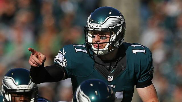 Eagles con gran Cox y un eficiente Wentz, se ponen 5-1 al triunfar en Carolina