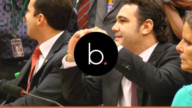 Ao receber presente da Rede Globo, Deputado Feliciano fica revoltado